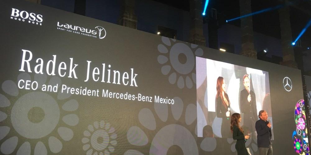 Pie de foto: Radek Jelinek, presidente de Mercedes-Benz México, durante el fin de semana entró en acción con los pilotos de F1, Rosberg, Hamilton y Nikki Lauda, y  presentó el inicio de la fundación Laureus para el deporte en México.