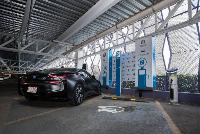 BMW Group instala dos estaciones de carga en el Tec de Monterrey