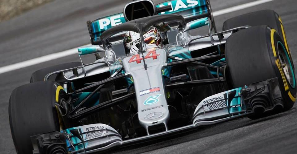 Lewis Hamilton consigue la pole position en su carrera de casa