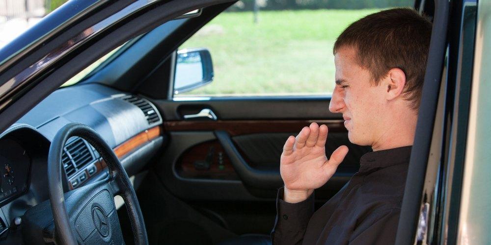 ¿Cómo deshacerte del mal olor de los asientos de tu auto?