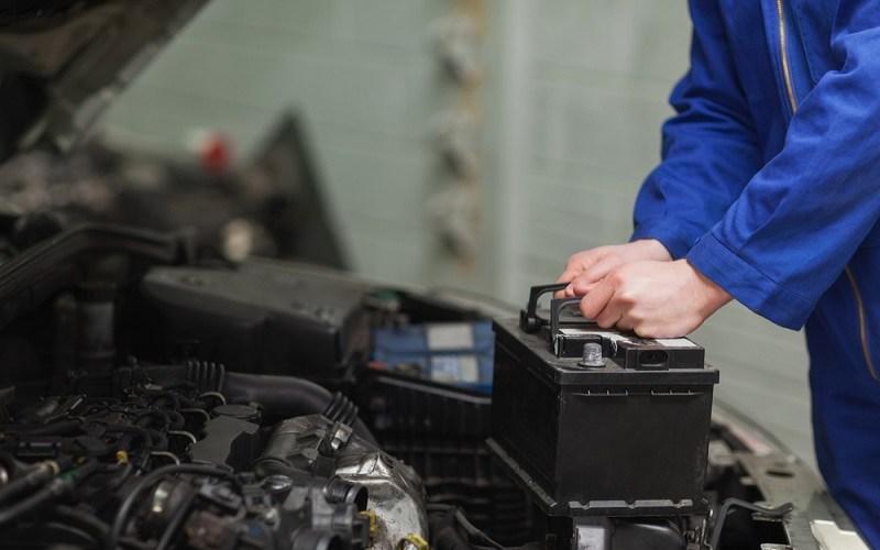 Cómo y cuándo debes cambiar la batería de tu auto