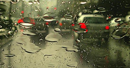 Consejos para manejar bajo la lluvia