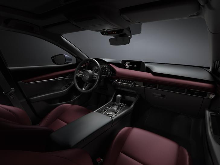 31_Mazda3_INT_COCKPIT_Burgundy