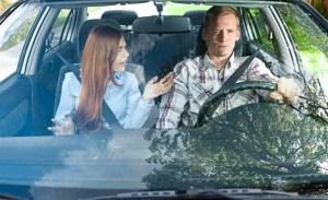 Las parejas que se pelean mucho en el auto realmente se aman