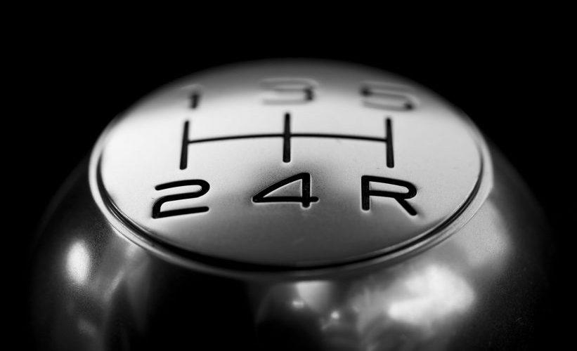 ¿Conducir un vehículo con transmisión manual te hace mejor automovilista?