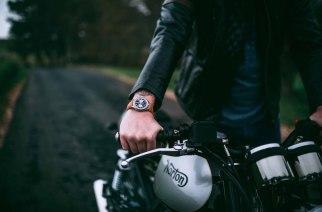 Norton y Breitling se unen y crean reloj y moto de edición limitada