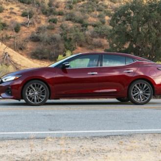 En los laterales es como mejor se muestra su musculatura, sin duda uno de los diseños mejor logrados de Nissan.