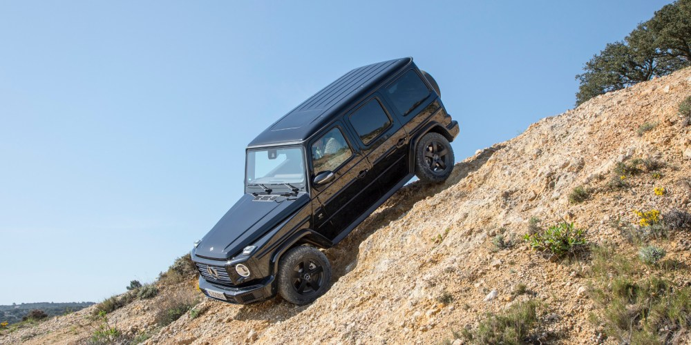 Mercedes-Benz G 500 schwarz, Leder nußbraun/schwarz.;Kraftstoffverbrauch kombiniert: 11,5 l/100 km; CO2-Emissionen kombiniert: 263 g/km*  Mercedes-Benz G 500, black, Leather nut brown/black. ;Fuel consumption combined: 11.5 l/100 km; Combined CO2 emissions: 263 g/km*
