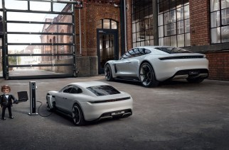 Porsche y Rex Dasher conduce el Mission E con Playmobil