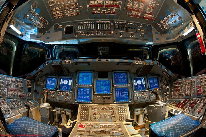 Endeavour_flight_deck_5