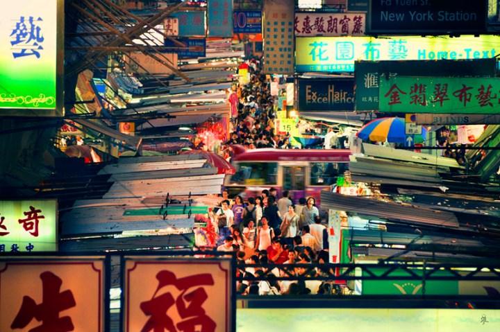 hongkong-crowdedmarket