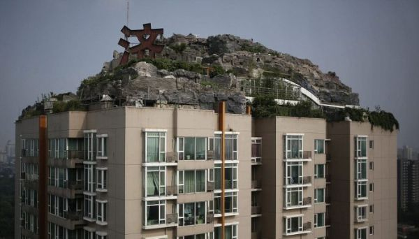 builds_mountain_apartment_block_07