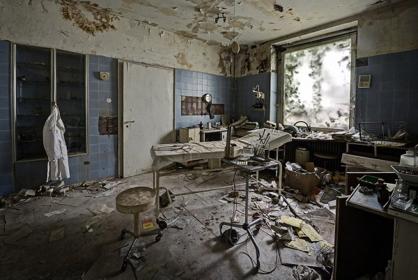 doctors-abandoned-mansion-7