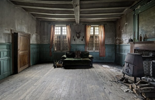 doctors-abandoned-mansion-8