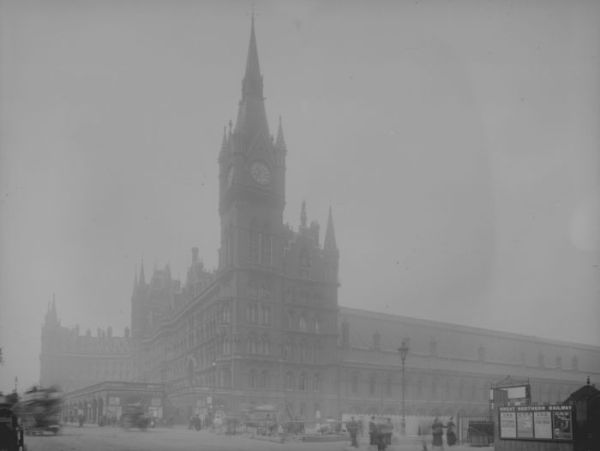 haunting_photos_of_the_london_fog_19