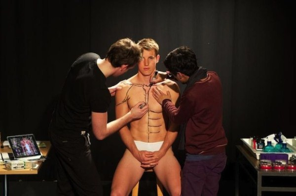 students-painting-a-live-body-3