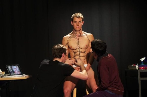 students-painting-a-live-body-5