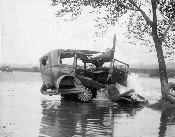 vintage-car-accidents-191