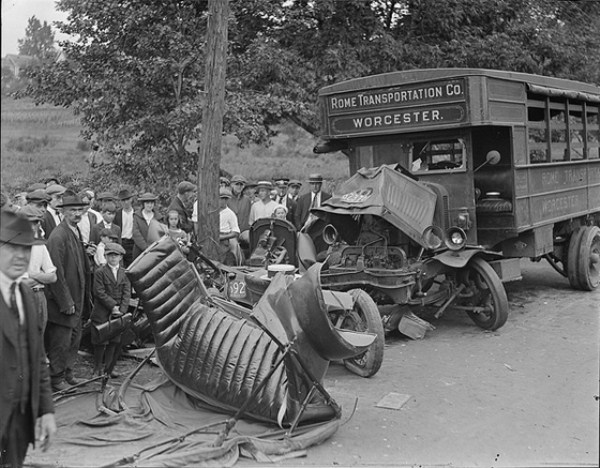 vintage-car-accidents-271