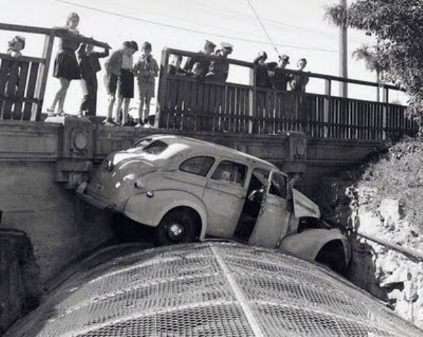 vintage-car-accidents-311
