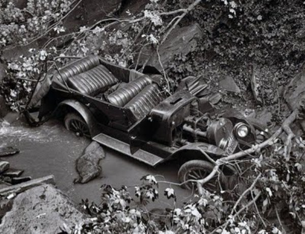 vintage-car-accidents-331