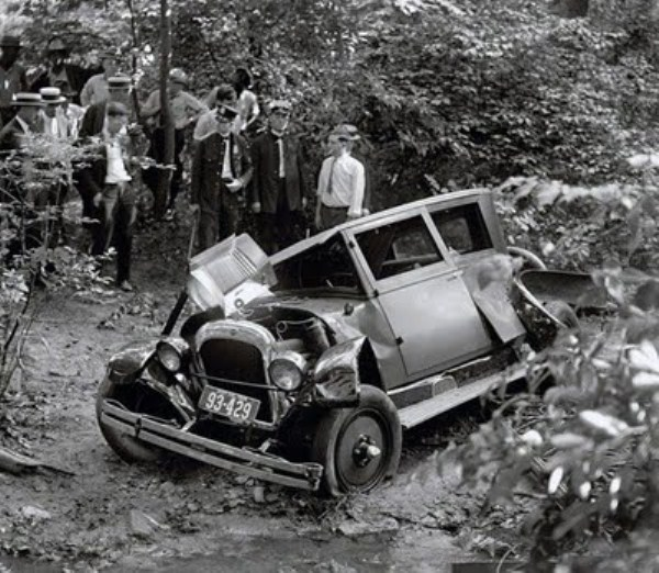 vintage-car-accidents-35_renamed_29651