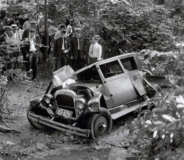 vintage-car-accidents-35_renamed_29651
