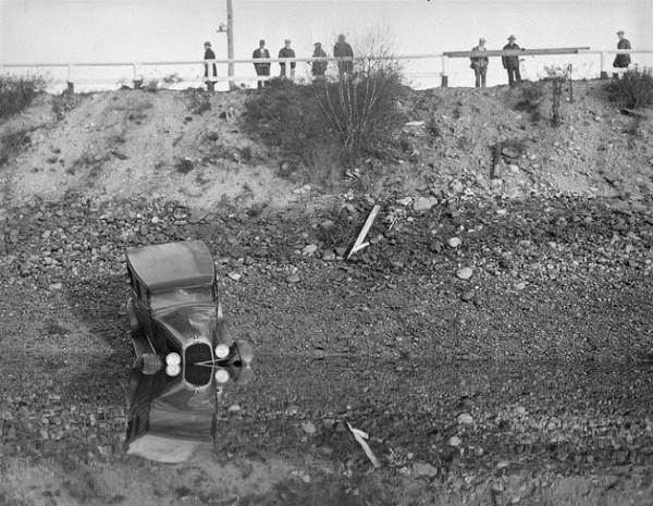 vintage-car-accidents-71