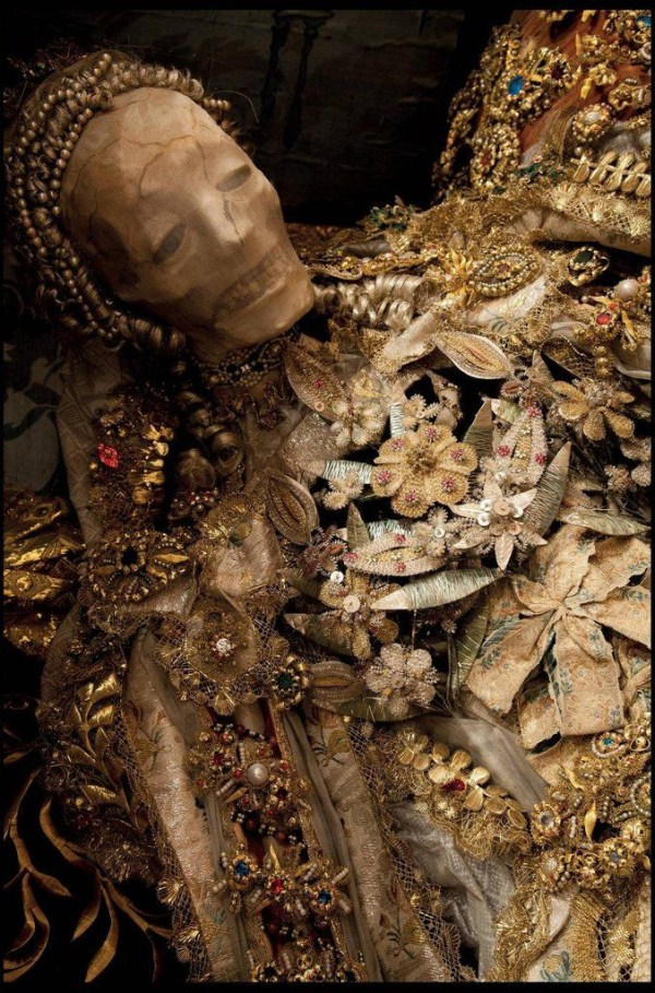 jewel-encrusted-skeletons-2
