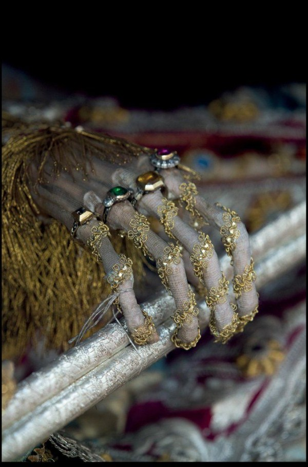 jewel-encrusted-skeletons-6