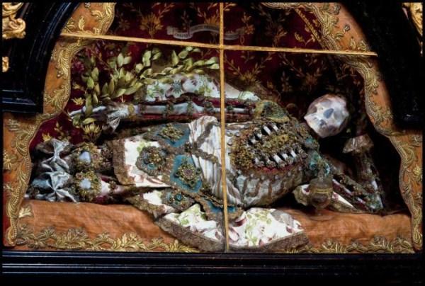 jewel-encrusted-skeletons-7