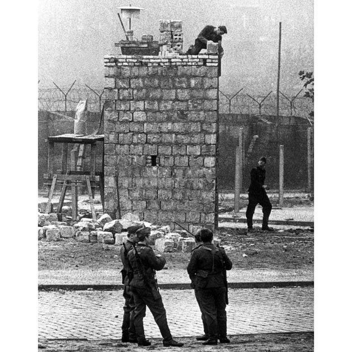 a history of the berlin wall The berlin wall has collapsed this entire era in the history of the socialist system is over after the puwp [polish communist party] and the hswp [hungarian party] went honecker.