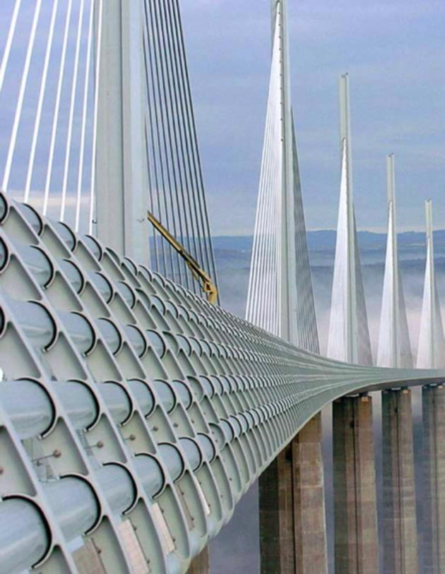 tallest_bridge_in_the_world_millau_viaduct_france4