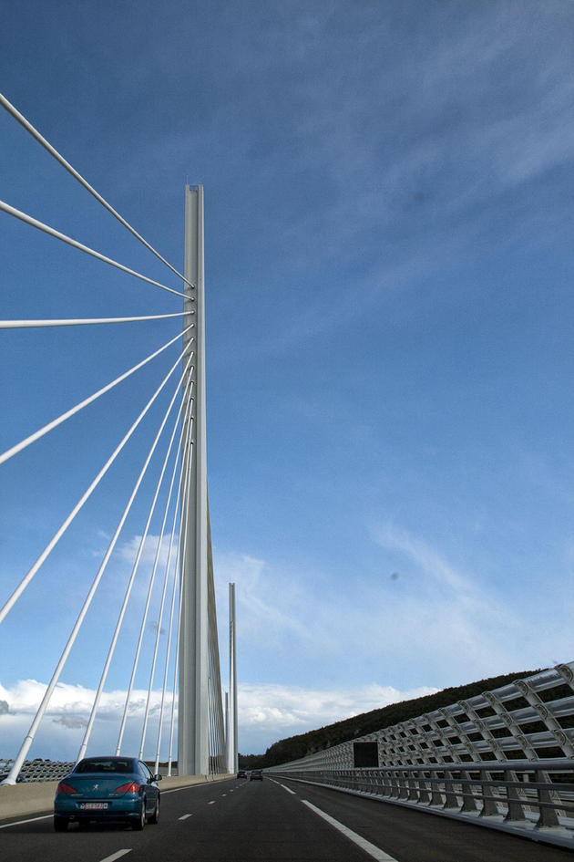 tallest_bridge_in_the_world_millau_viaduct_france2