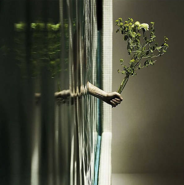 forced-perspective-technique-can-be-used-to-create-surreal-images-39