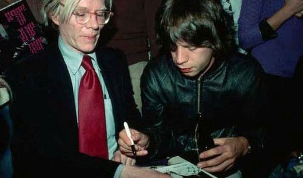 celebrities_signing_autographs_01