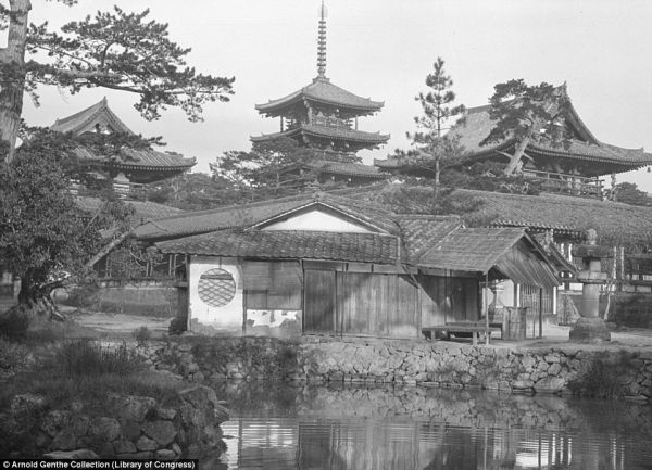 343B8AF300000578-3601322-This_picturesque_temple_was_one_of_the_many_shots_that_the_Germa-a-16_1464022213759