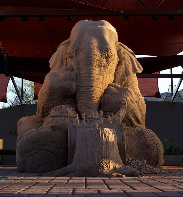 elephant-mouse-playing-chess-sand-sculpture-ray-villafane-sue-beatrice-10