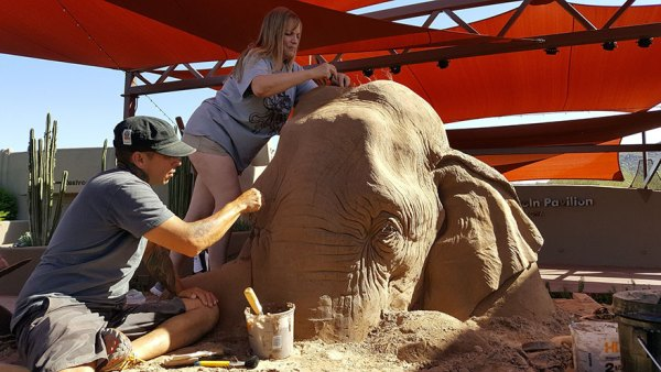 elephant-mouse-playing-chess-sand-sculpture-ray-villafane-sue-beatrice-8