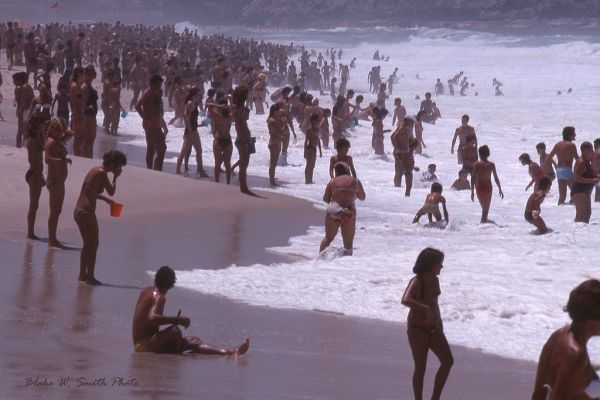 the Daily Life at the Rio Beaches in the late 1970s (11)