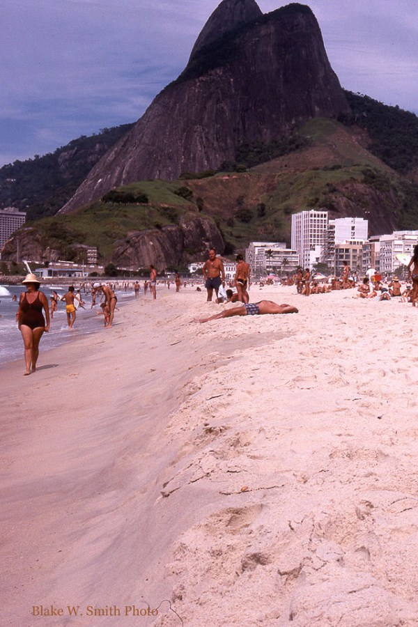 the Daily Life at the Rio Beaches in the late 1970s (21)