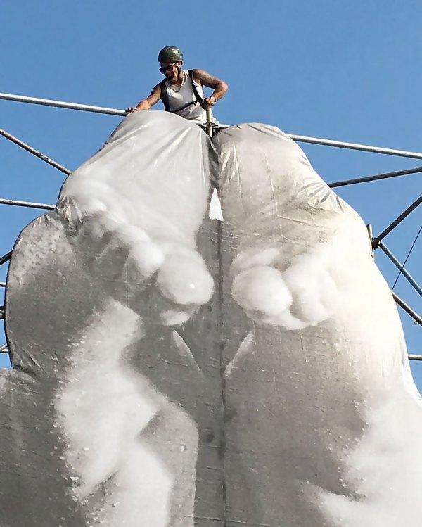 giant-athlete-art-installation-olympics-rio-de-janeiro-jr-2