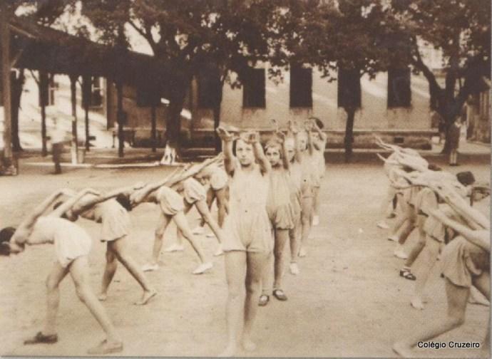 1931 - Aula de Educação Física no Pátio do Colégio Cruzeiro - Centro