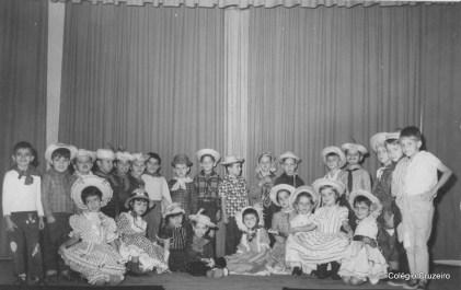 1963 - Turma do 1º primário na Festa Junina