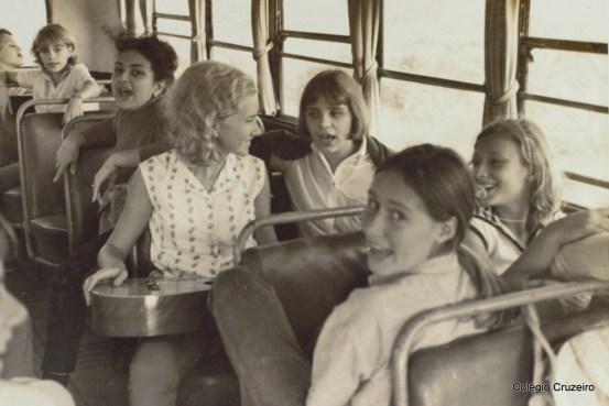 1965 - Visita de alunos do Colégio Cruzeiro - Centro ao sítio da família Ifrum