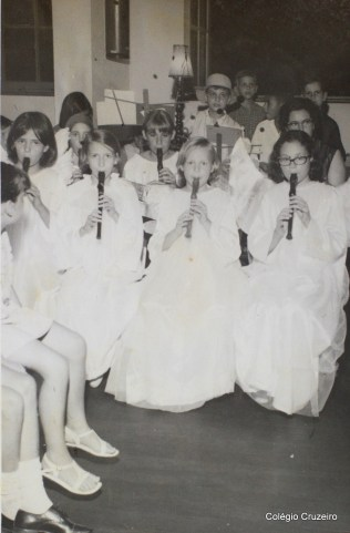1966 - Apresentação de flauta na Festa do Advento do Colégio Cruzeiro - Centro