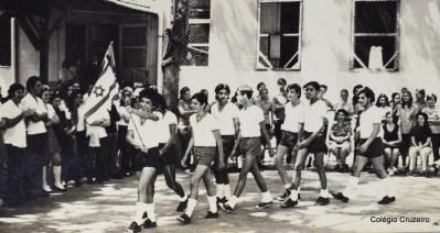 1971 - Desfile de bandeiras 1ª Olimpíada Interna do Colégio Cruzeiro