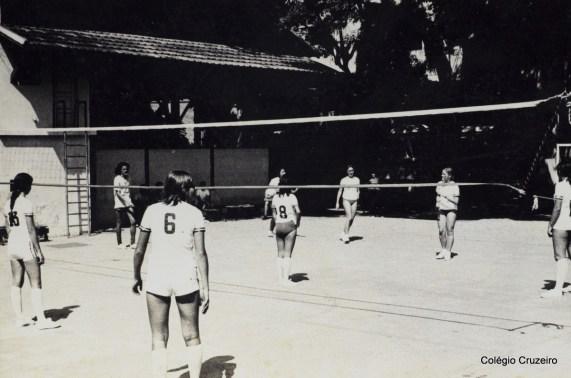 1971 - Partida de Vôlei nos Jogos Olímpicos do Colégio Cruzeiro - Centro