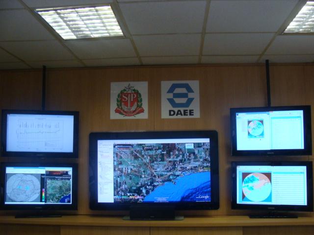 Sala de Situação São Paulo -SSSP- Dados Hidrológicos e Serviço de Alerta de Chuvas por SMS para moradores situados em áreas de risco. (1/4)