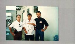 Com Gil Gomes ao centro, os Investigadores de Polícia Ademar Aparecido Carmo e Jorge Nicolli.